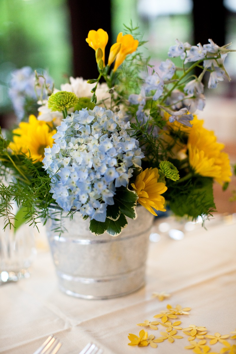 Blue and yellow centerpiece dandelions flowers gifts for Yellow flower arrangements centerpieces