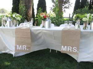 Cute burlap accents on the head table