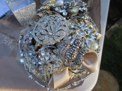 DIY brooch bridal bouquet