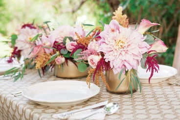 blush and gold centerpieces
